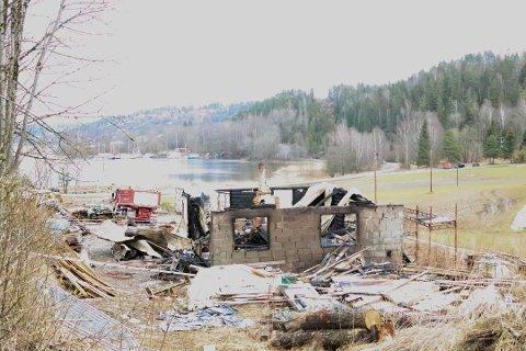 NEDBRENT: Slik så det ut etter brannen natt til 1. påskedag.
