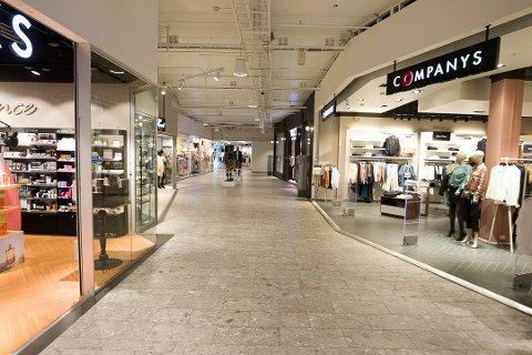 FLEST LEDIGE: Den eksplosive økningen i antall arbeidssøkere har stoppet opp. Flest registrerte ledige er det blant dem med bakgrunn fra butikk og salg.