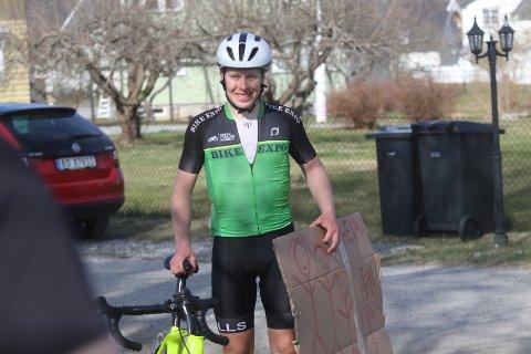 Jonas Orset etter 24 timer på sykkelen. Han er ikke ferdig. Nå skal han sykle videre for å slå rekorden på 100,5 mil på 36 timer.