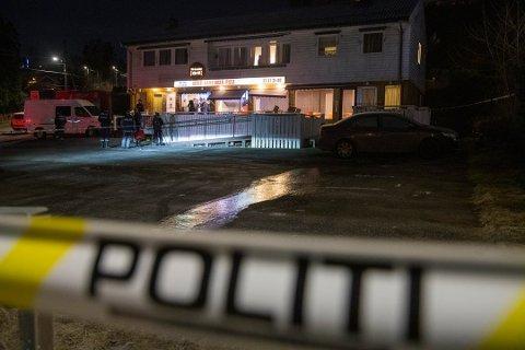 HER SKJEDDE DET Det var her, utenfor Prinsdal Grill, at drapet skjedde.