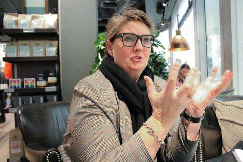 ALVORLIG: Hanne Opdan håper og tror at folk ikke tar situasjonen mindre alvorlig selv om samfunnet gradvis åpnes litt opp igjen.