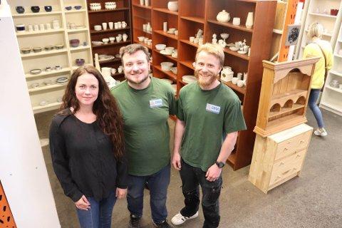 GLEDER SEG: Daglig leder på OMA, Nora Isachsen og de ansatte gleder seg til å se kundene igjen. Mandag 25. mai  åpner de for innlevering av varer. Tirsdag 2. juni åpner butikken for kunder.