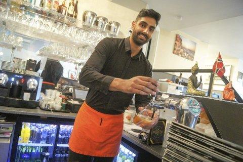 JOBBER HARDT: – Vi har jobbet beinhardt for å nå dit vi er i dag, der vi setter god mat og service til våre gjester øverst på lista. Mottoet for denne restauranten er at du skal forlate oss lykkelig, med et smil om munnen og et ønske om å komme tilbake, veldig snart, understreker Arunpreet Singh Garcha.