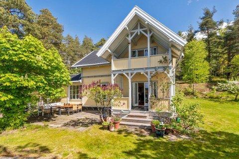 SOLBRYN: Den 115 år gamle sveitservillaen på Svartskog er pietetsfull restaurert av dagens eiern.