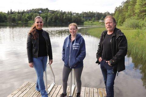 TILLATELSE: Initiativtakerne til badebrygga i Tusse, Cecilie Eriksen, Linn Marthinsen og Egil Bekkeli har fått klarsignal til å plassere badebrygga midt i Tusse.