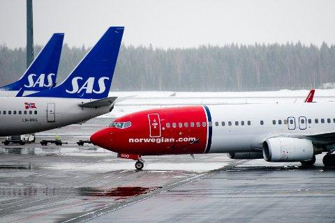 Norwegian og SAS har fått krass kritikk for å bruke for lang tid på å refundere kansellerte reiser.