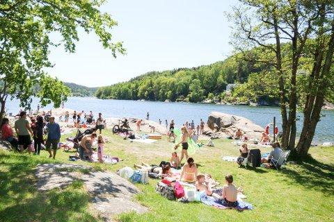 STENGT: Kommunen har stengt badeplassen Breivoll syd.