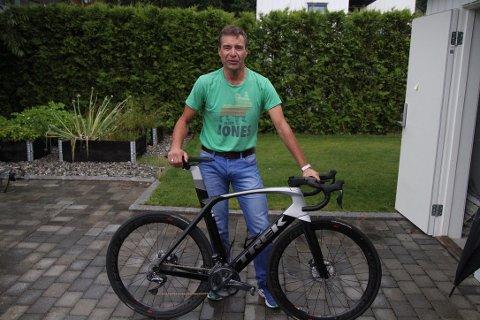 Etter at alle sykkelrittene Ivar Grøneng hadde planlagt å være med på ble kansellert, måtte han finne på noe sprell selv, sier han.