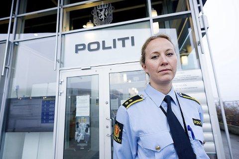 Seksjonsleder for etterforskning, Silje Stokken Uppheim, ved Follo politidistrikt advarer potensielle blomstertyver om at det kan bli politisak, dersom tyveriene blir anmeldt. Bildet er tatt ved en tidligere anledning.