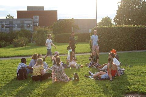 SPRIT: Grobstok skriver at de fleste arrangementer er utendørs og at studentene nærmest bader i håndsprit.