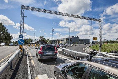 GJENÅPNET: Mange har tatt turen over grensa ved Ørje etter at Värmland ble grønn.