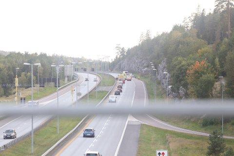 SINGELULYKKE: Utforkjøringen skjedde ved påkjøringen fra Son, i sydgående retning.