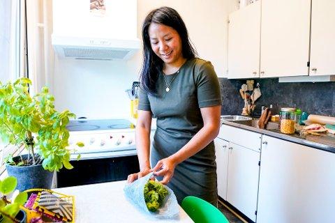 MINDRE SØPPEL: Amanda Villaruel (37) prøver å produsere minst mulig søppel. Hun tror alle kan klare å redusere forbruket sitt, og bidra til klimadugnaden. Foto: Lise Åserud / NTB Tema