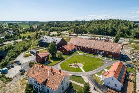 MODERNISERT: Hele Nordre Finstad gård er modernisert de senere år.