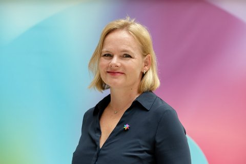 INFORMASJON: -  Vi er opptatt av at risikogruppene, som betaler den høyeste prisen for nedstengningen av samfunnet, prioriteres høyt i vaksinekøen. Samtidig stoler vi på myndighetenes vurderinger, uttaler distriktssjef i kreftforeningen, Christine Lager Nesje.