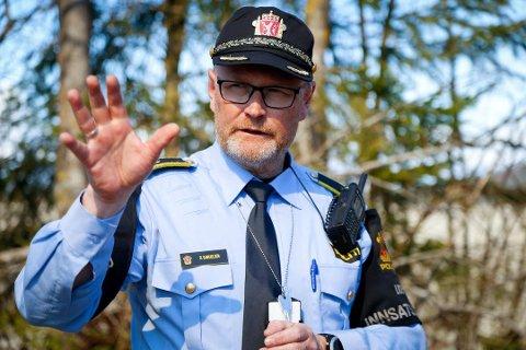 Operasjonsleder i Øst politidistrik Ronny Samulesen forteller at isklump-kasterne har fått en alvorsprat.