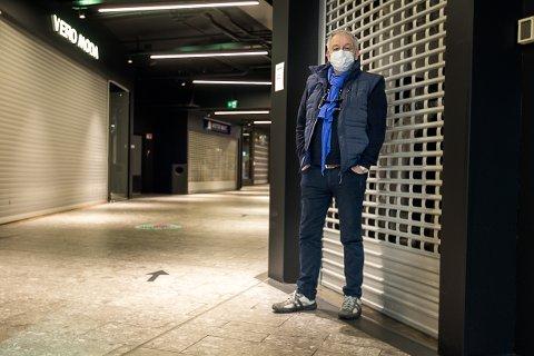RESPEKT: J. Kristian Bjerke gleder seg til butikkene igjen kan rulle opp gittrene og slippe kunden inn. - Det er mange som har satset sparepengene og stiftet gjeld, så jeg har stor respekt for næringen, sier høyrepolitikeren.