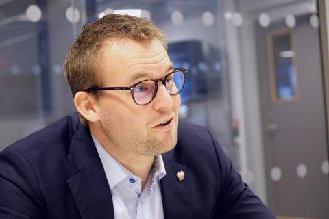 KLAR BESKJED: Barne- og familieminister Kjell Ingolf Ropstad (KrF) ber alle som harmildesymptomerom å teste seg.