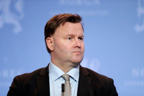 Assisterande helsedirektør Espen Rostrup Nakstad sier at fullvaksinering av hele befolkningen vil gi oss den normaøe hverdagen tilbake.