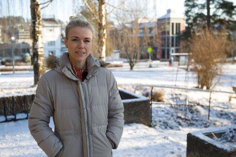KONTROLL: Kommuneoverlege Kerstin Anine Johnsen Myhrvold mener å ha kontroll på koronapandemien, men maner folk til ikke å senke skuldrene.