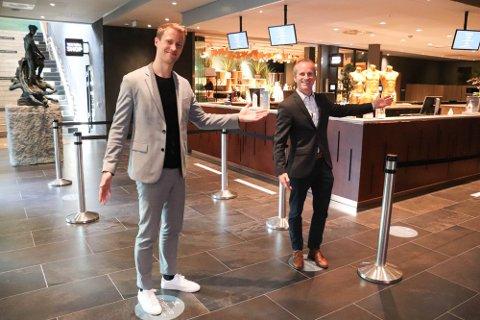 OPTIMISME: - Vi har valgt å se fremover med optimisme, både i forhold til spaet og hotellet som åpner om kun få måneder, sier styreleder Kristian Gundersen på The Well (th).sammen med  Hotellsjef Andrè Julseth.