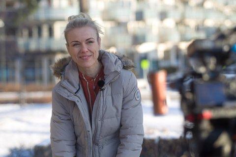 IKKE UT AV LANDET: Kommuneoverlege Kerstin Anine Johnsen Myhrvold er klar på at dette ikke er tidspunktet man skal dra på utenlandsferie.