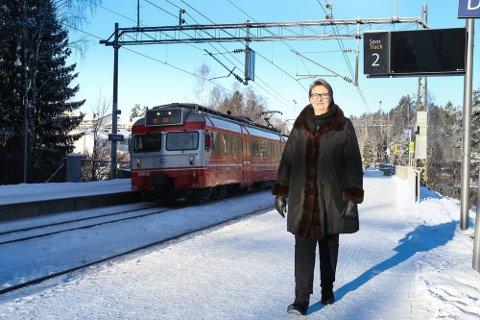 TRIVES: Ordfører Hanne Opdan har bodd nærmere 30 år på Langhus.