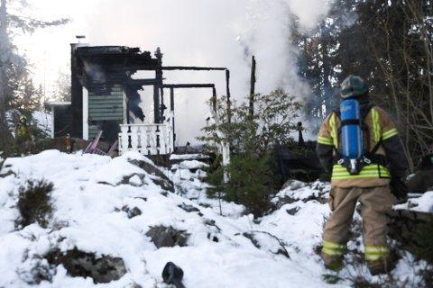 Brann i hytte i Nosaveien i Ytre Enebakk.