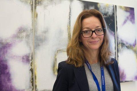BEKYMRET: Rektor Hege Britt Johnsen ved Ski VGS synes det er veldig leit at man nok en gang må gjøre innskrenkninger i elevenes hverdag.
