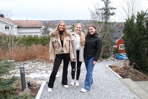 SATSER: Daglig leder Hella Christensen (18) fra Myrvoll, produktansvarlig Trine-Lise Nystad (18) fra Ski og markedsansvarlig Lea Tvedt (18) fra Langhus er tre av jentene i suksessbedriften Simplex UB