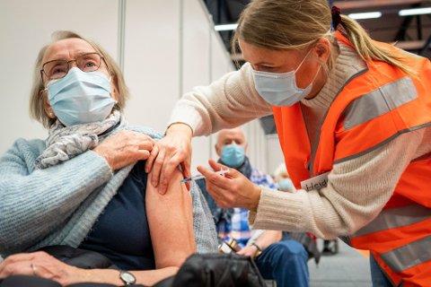 FULL FART: Vaksineringen av befolkningen tiltar kraftig i styrke denne måneden.  Foto: Foto: Heiko Junge / NTB (NTB scanpix)
