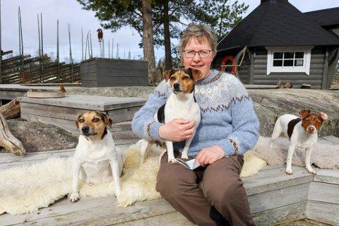 DRIVER KENNEL: Marianne Thoresen har drevet med oppdrett av Dansk Svensk Gårdshund siden 2006. Hun frykter at mange skaffer seg hund uten å være klar over det store ansvaret som venter.