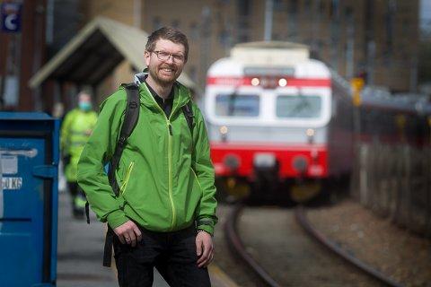 Hans Martin Enger har kjørt tog i 350 km/t i Frankrike  og stiller seg positivt til at Ski kan bli porten inn til Europa med høyhastighetstog.