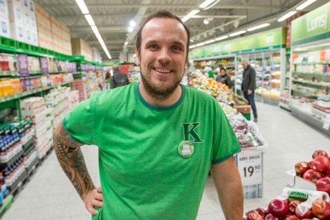 KIWI: Kjøpmann Øyvind Sæle Larsen gikk søndag kveld ut med informasjon i sosiale medier om at to av de ansatte har fått påvist korona.