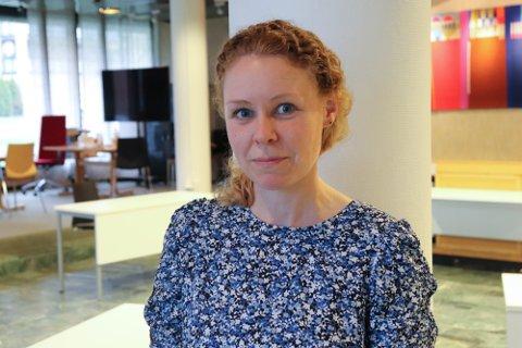 IKKE ALVORLIG SYKE: Konstituert kommuneoverlege Monica Viksaas Biermann sier de er lav sykdomsbyrde nå som det er de yngre som blir smittet.