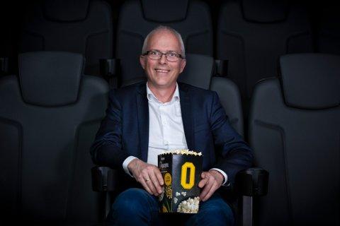 FORNØYD: Regiondirektør i Odeon kino, Jon Einar Sivertsen, er fornøyd med at kinoene kan åpne igjen.