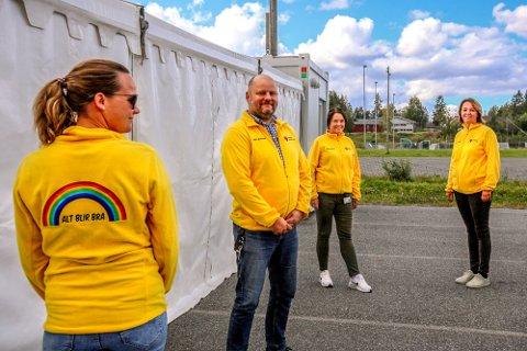REKORD: I Vestby er rekordmange i karantene nå etter smitte blant ungdom. Her står enhetsleder Stein Roger Jørgensen på teststasjonen på Risil.