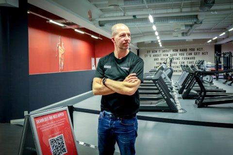 OPPGITT: Marius Vesterby etterlyser formålet med forbud mot utendørs gruppetrening på treningssentre -  når andre aktører får lov.