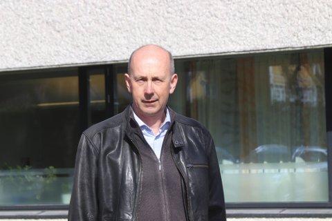 FORLENGER: Ordfører i Ås, Ola Nordal sier vi må bare holde ut litt til.