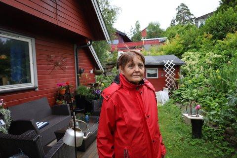 ALDRI FØR: Tove Anita Syversen har bodd i Balders vei i 29 år, men dette er første gang noe har forsvunnet derfra.