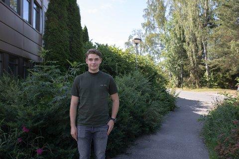 SOMMERJOBB: Jim Tilley (20) har sommerjobb som smittesporer i Ås kommune.