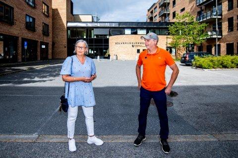 FRUSTRERT: Gro og broren Per Andresen er frustrert over hjemmetjenesten i Lørenskog kommune etter at deres mor ble liggende hjelpesløs på gulvet etter et fall.