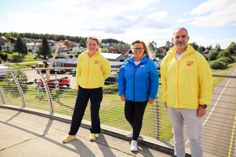 EN GLEDENS DAG: Statssekretær Ingelin Noresjø, stortingsrepresentant Anne Kristine Linnestad og leder Paul B. Johansen i Ås KrF på da Vinci-broen ved en tidligere anledning.