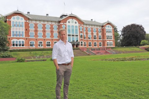 VAKKERT: Curt Rice trives særdeles godt i NMBU-parken. - Vakrest i Norge, sier han til Ås Avis.
