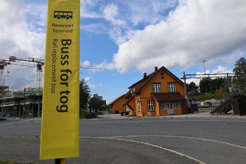 BUSS FOR TOG: Bane Nor og Vy melder om at alt er i rute med arbeidet på banen. Fra og med i morgen, mandag 8. august, vil togene igjen gå gjennom Vestby.