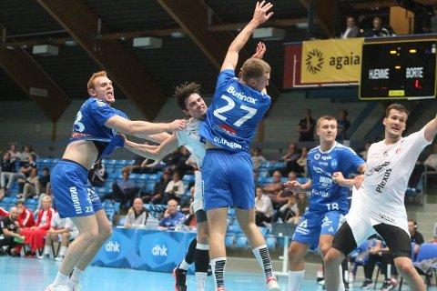 TØFT: Daniel Jakobsen (til venstre) og Anders Christiansen kom til kort mot Oskar Olafsson og DHK.