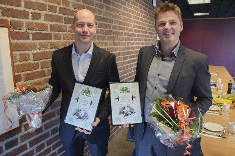 Stolte prisvinnere: Torgeir Jakobsen (t.v.) og Håkon Lund mottok Norges Livredningsselskaps diplom.Foto: Morten Fredheim Solberg