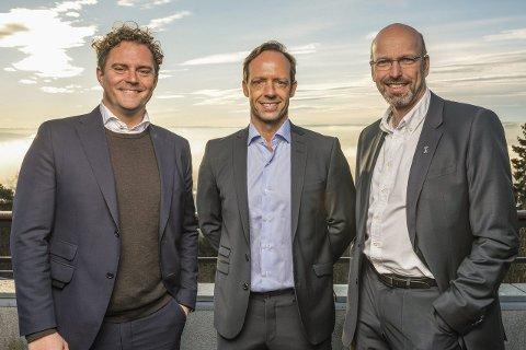 FORNØYDE: COO Bjørn Erik Helgeland, investor og eier av ABAX UK Ltd. Frank Ystenes og adm. dir. Petter Quinsgaard i ABAX er fornøyde med satsingen i England.
