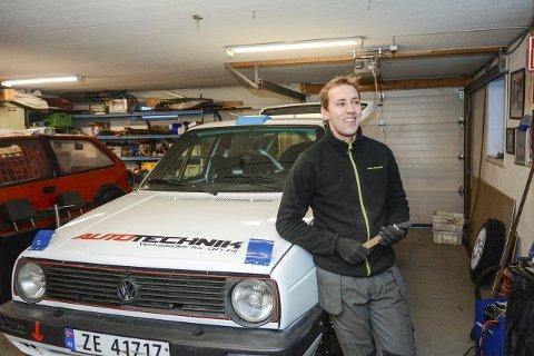 Spent: Anders Kjær er klar for rally igjen, med egen bil som han har bygget opp fra bunn sammen med gode hjelpere.Foto: Torgrim Skogheim