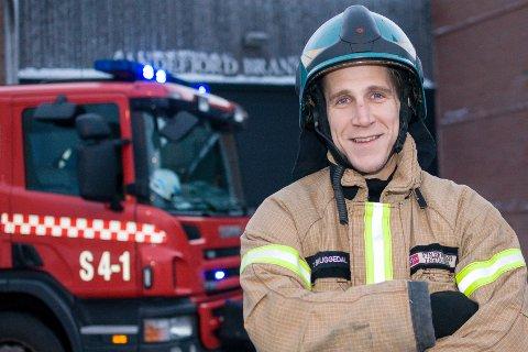 Brannmann: Trond Skuggedal har vært ansatt ved Sandefjord brannvesen i ti og et halvt år. I tillegg har han jobbet i Risør brannvesen, ved Vestfold interkommunale brannvesen i Horten, ved 110-sentralen i Vestfold og tjenestegjort som brannmann for Luftforsvaret i Afghanistan.